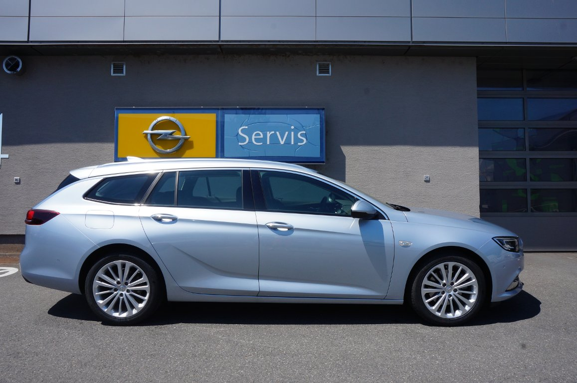 UH CAR AUTO, s.r.o.  | Fotografie vozu Opel Insignia ST INNOVATION 1.5T AT6